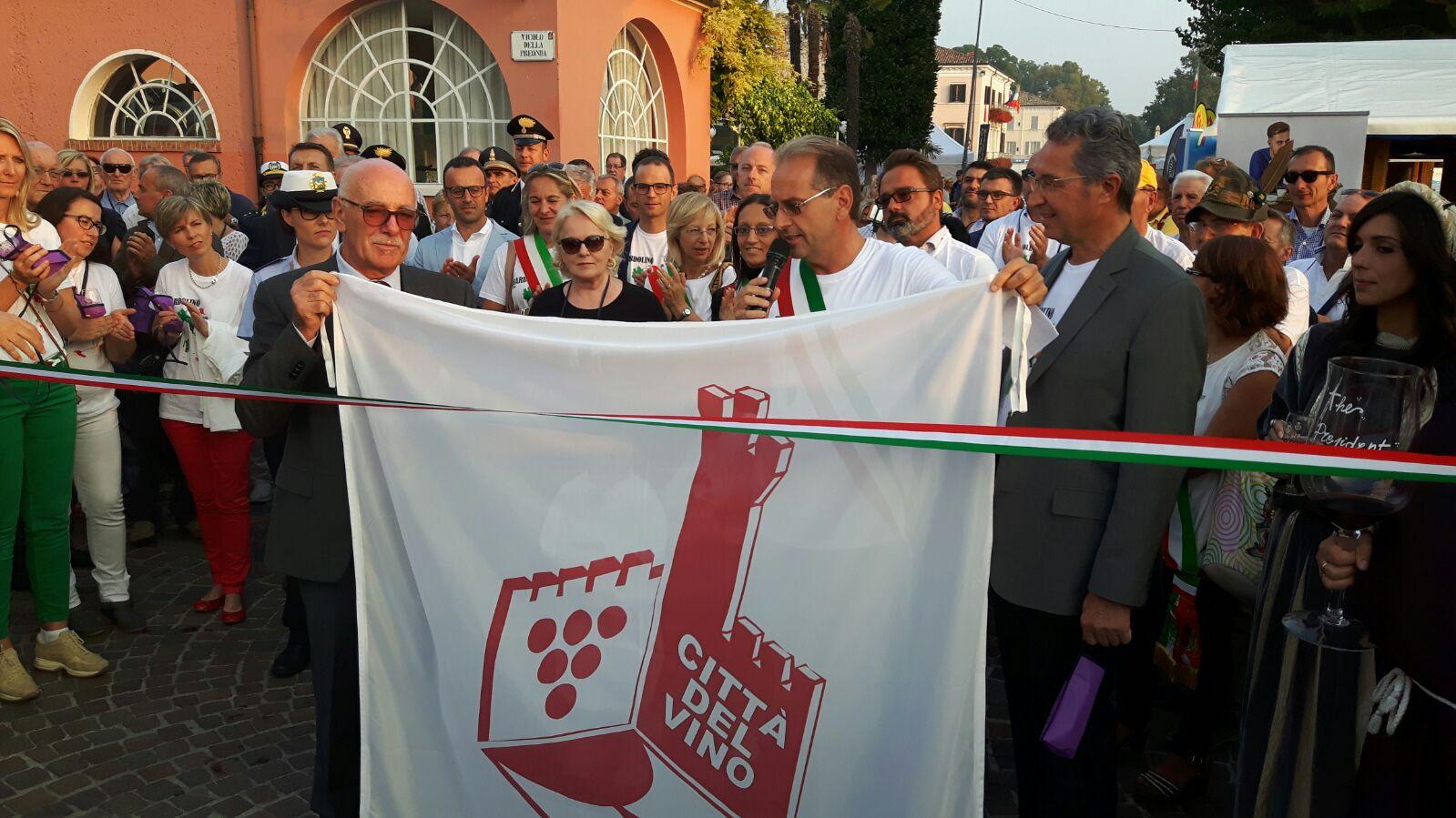 Bardolino, consegnata la Bandiera delle Città del Vino