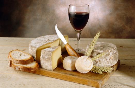Con il vino il formaggio è più buono