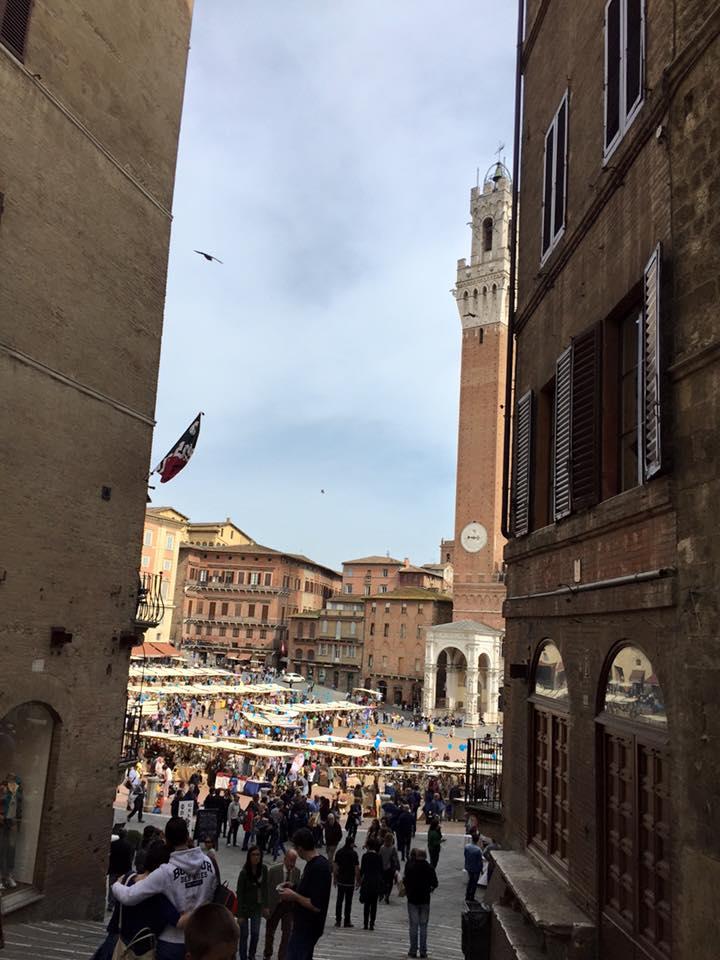 Siena, Mercato nel Campo con Vinarte