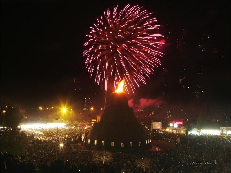 Fòcara, Novoli s'incendia d'arte