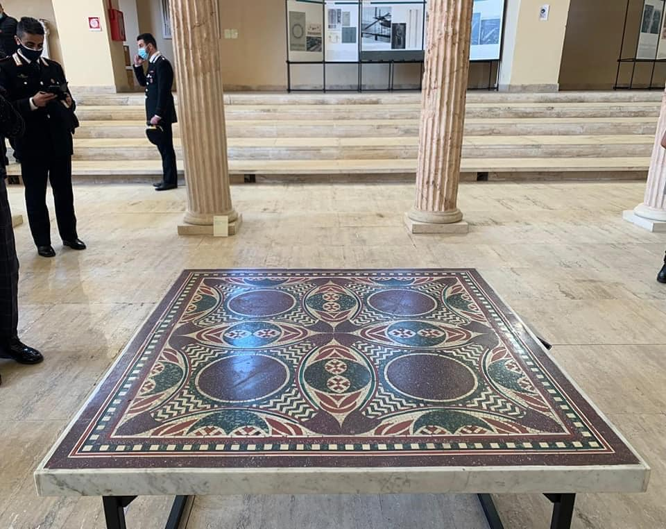Esposto il mosaico delle navi di Caligola