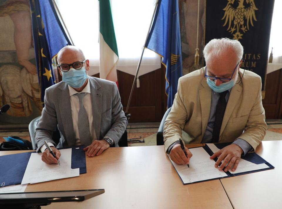 Viticoltura sostenibile: firmato accordo fra Ateneo e Coordinamento tra le Città del Vino Fvg per la definizione di un regolamento intercomunale di polizia rurale