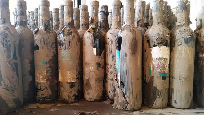 Bottiglie nel fango, ma il vino è ancora buono