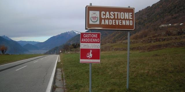 Castione Andevenno, Città del Vino anche nella segnaletica stradale