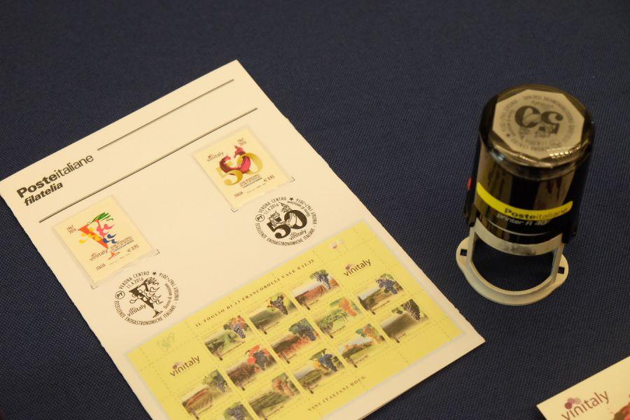 Due francobolli per celebrare i 50 anni di Vinitaly