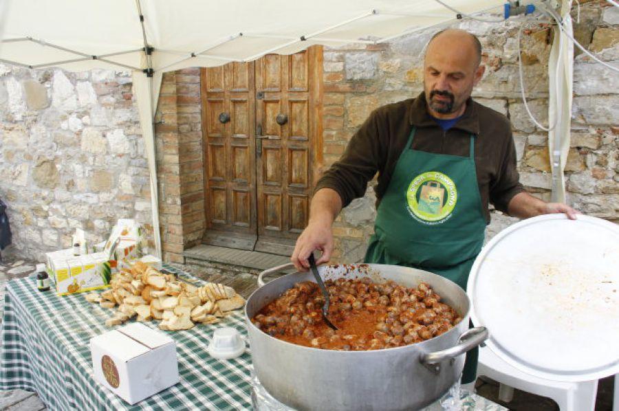 A Villa a Sesta torna 'Dit'unto', il festival del mangiare con le mani