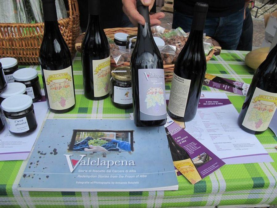 Ad Alba l'agricoltura sociale porta il vino oltre le sbarre