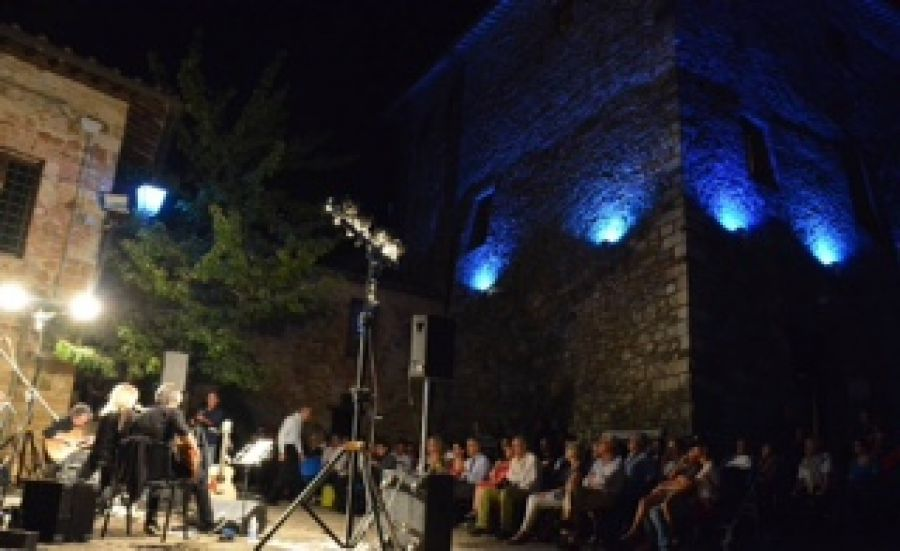Blu Etrusco, il festival che fa grande il piccolo borgo di Murlo