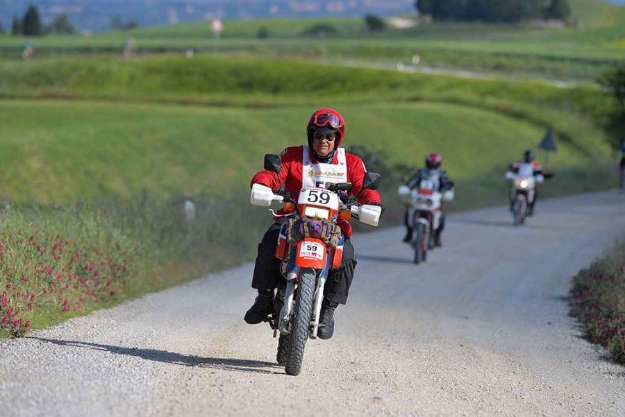 Polvere&Gloria sulle strade dell'Eroica© in moto