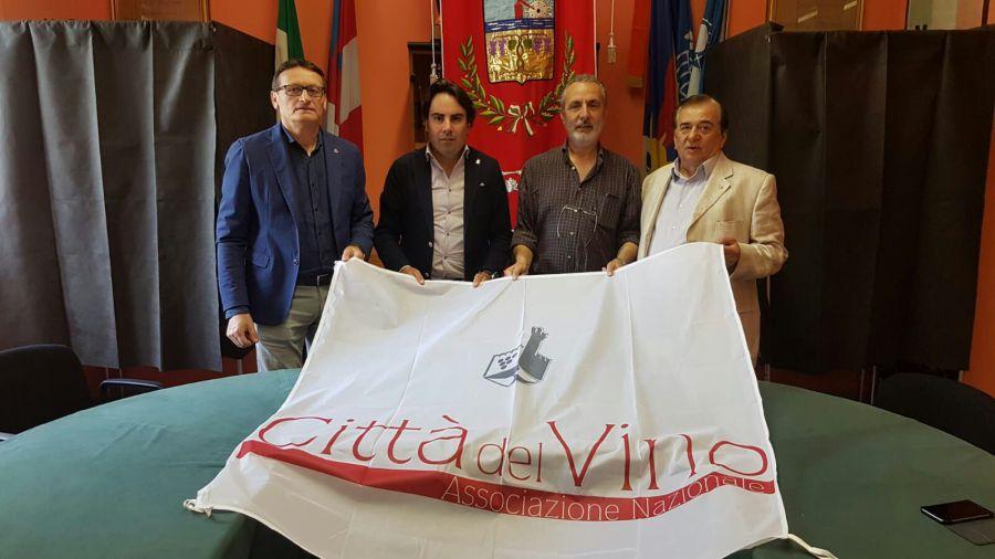 Consegna della bandiera delle Citta' del Vino al Comune di Borgomezzavalle