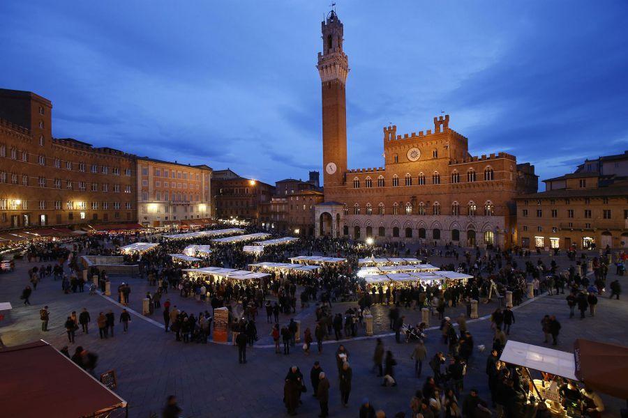 Dicembre a Siena arriva con il Mercato nel Campo