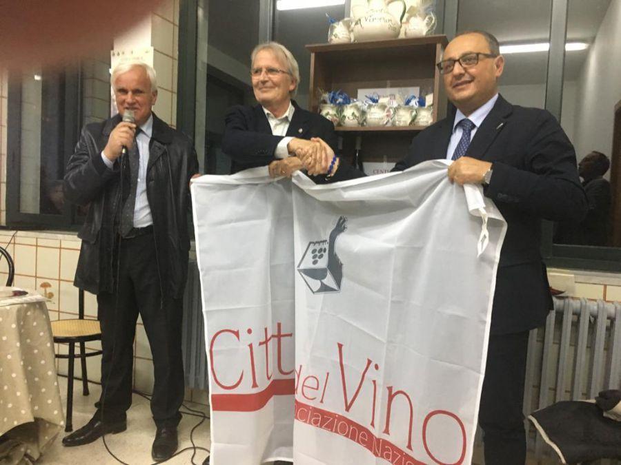 Consegna a Centola della bandiera delle Città del Vino