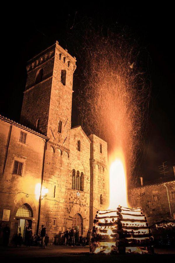Si rinnova una delle più antiche feste del fuoco italiane