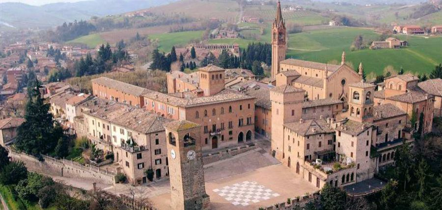 Castelli in aria: Castelvetro di Modena si colora di primavera