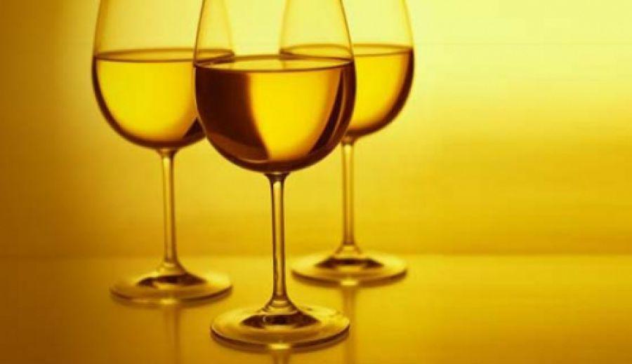 Un bicchiere di vino bianco protegge cuore e reni