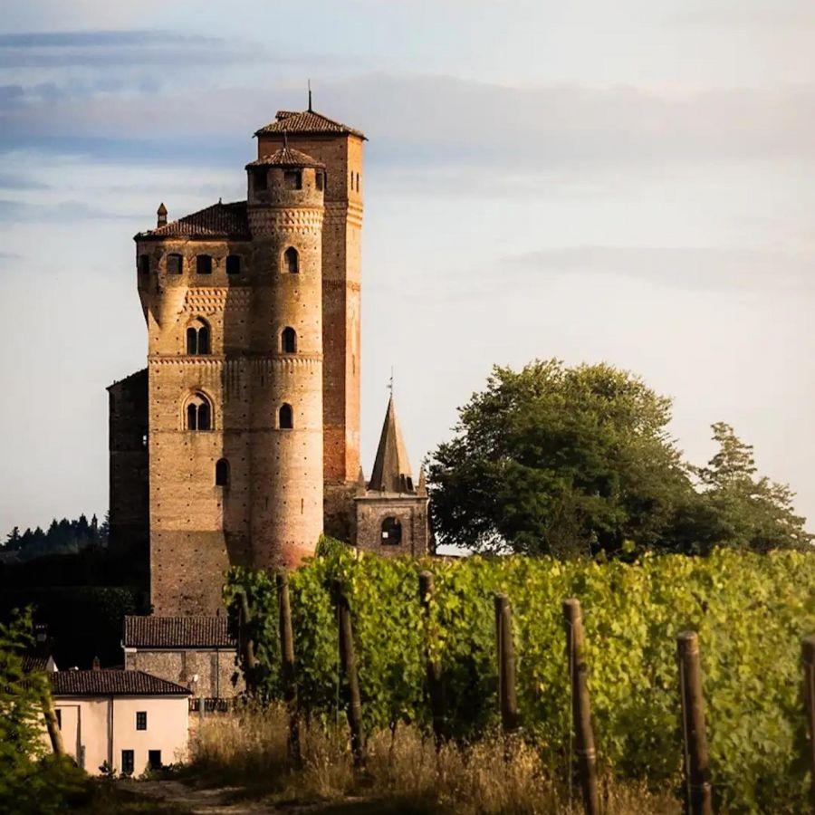 Al Castello di Serralunga d'Alba si visita... Anzi no: si gioca