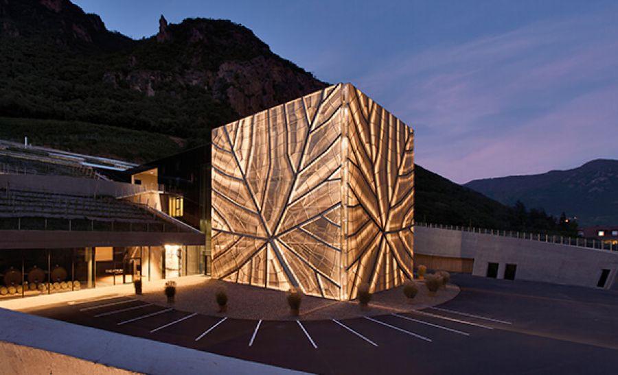 """""""Architettura in armonia con la natura: Kellerei Bozen"""": Cantina Produttori Bolzano (BZ)"""