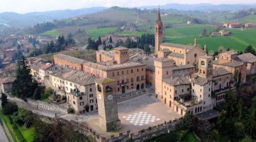 Calici di Stelle a Castelvetro di Modena, terra del Lambrusco Grasparossa