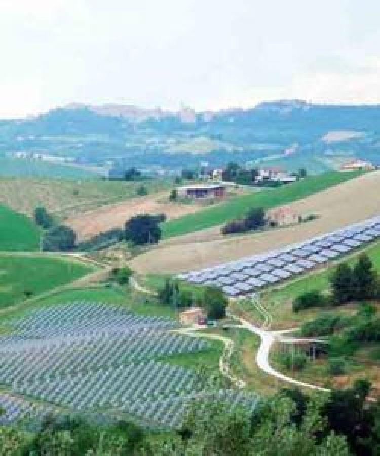 Risolvere il conflitto tra usi agricoli e usi energetici del suolo agrario. Un nuovo compito per il Piano Regolatore delle Città del Vino